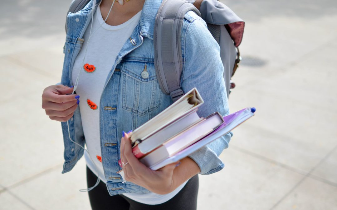 An Introvert's Guide to College Life: 5 Ways Wallflowers Can Thrive On Campus